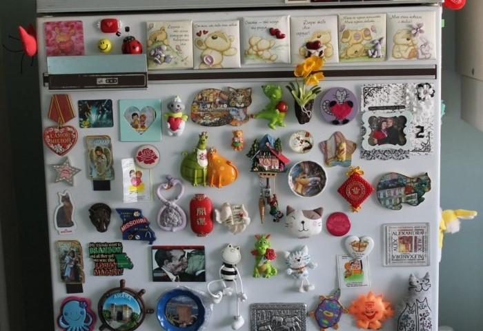В большинстве случаев магниты на холодильник превращаются в пылесборник / Фото: asusfone.ru