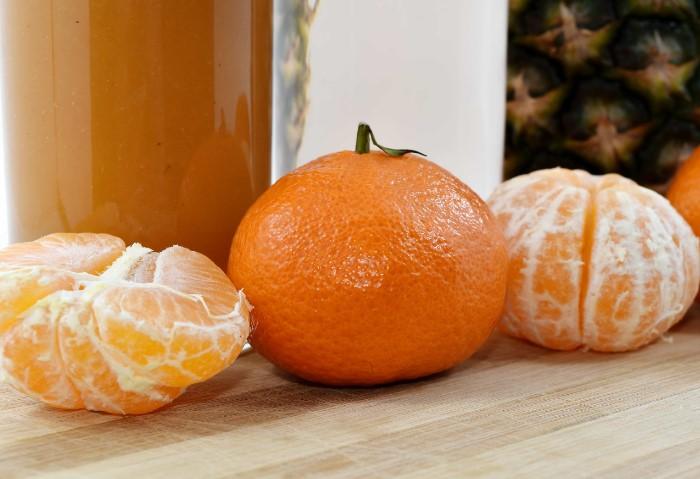 Свежевыжатый мандариновый сок с содой и солью быстро поставит вас на ноги / Фото: pixnio.com