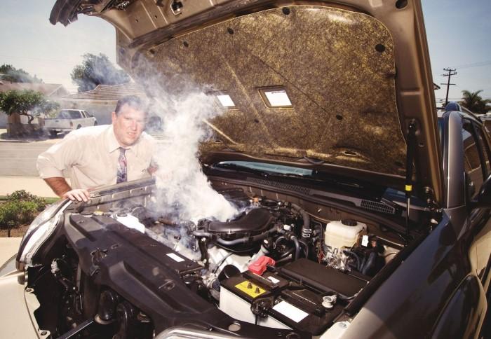 Загорится ли машина на АЗС, если заправлять ее с заведенным двигателем