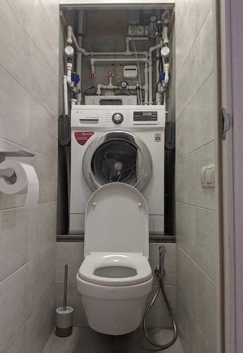 Нишу можно немного расширить, углубить и образуется удобное место для машинки и стиральных принадлежностей / Фото: cs13.pikabu.ru
