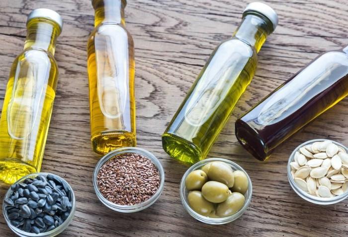 Ополаскивание растительным маслом вместе с эфирным благотворно скажется на здоровье слизистых / Фото: teletype.in