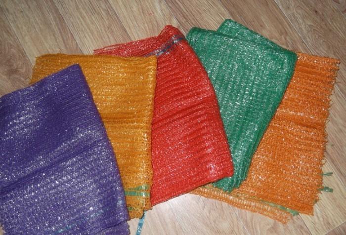 Материал в больших сетках более плотный и способен выдерживать вес до 10 кг / Фото: agro-ukraine.com