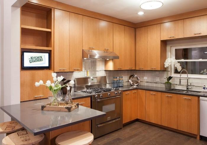 Мебель по высоте комнаты хорошо смотрится на кухне, в спальне или прихожей / Фото: kimkatrinmilan.com