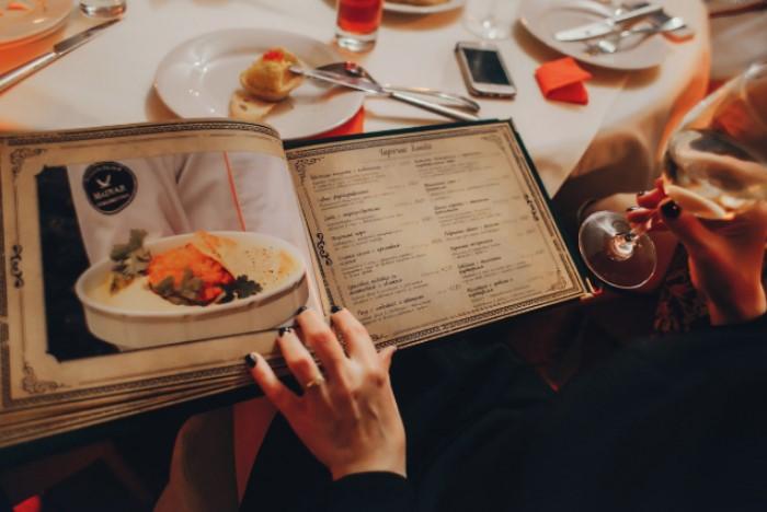 Внимательно изучайте меню и смотрите, за какую граммовку указана цена / Фото: img.anews.com