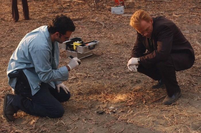 Все вещественные доказательства собирают криминалисты и затем проводят тщательную экспертизу / Фото: f.kinozon.tv