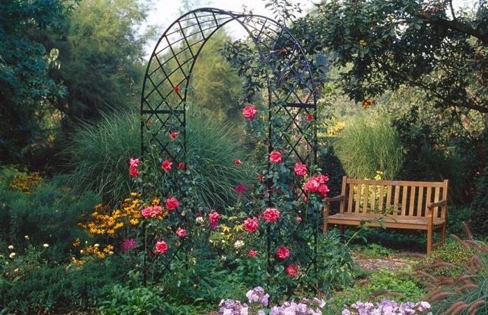 Прочная и надежная конструкция / Фото: classic-garden-elements.com
