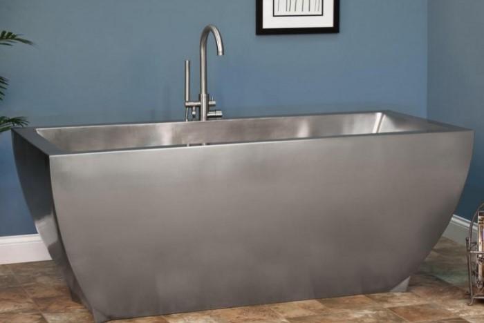 Металлические ванны больше всего склонны к появлению ржавчины / Фото: dekormyhome.ru