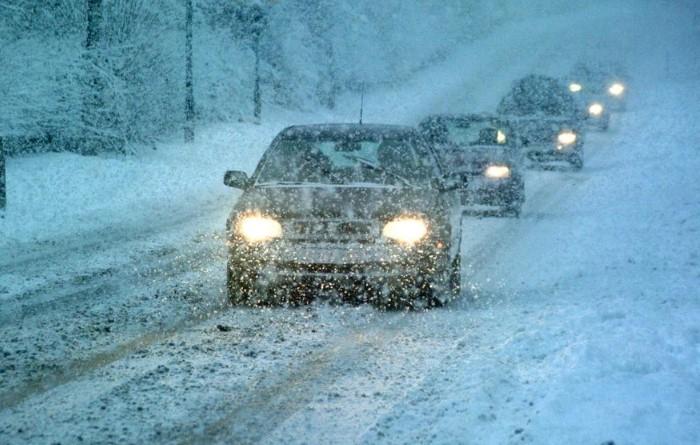 Во время сильной метели лучше остановить движение и переждать непогоду / Фото: harabaly.astrobl.ru