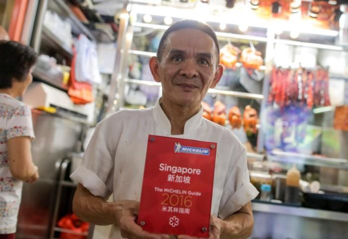 В 2016 году звезду Мишлен присудили палатке уличной еды в Сингапуре / Фото: vokrugsveta.ua