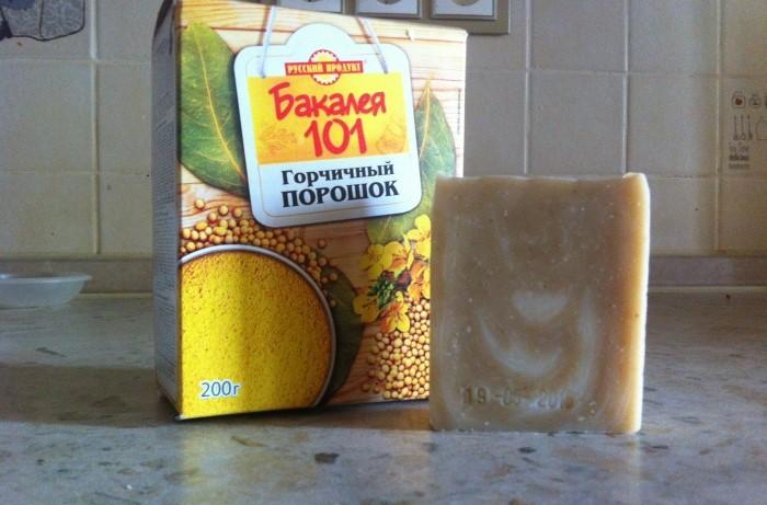Добавьте в 250 мл кипятка полкуска измельченного хозяйственного мыла и по 2 ст.л. соды и горчичного порошка / Фото: ecogolik.ru