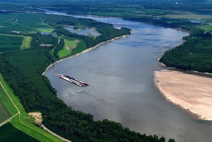 Ураган повлиял на направление воды в реке, и целые сутки Миссисипи текла в обратном направлении / Фото: dogcatdog.ru