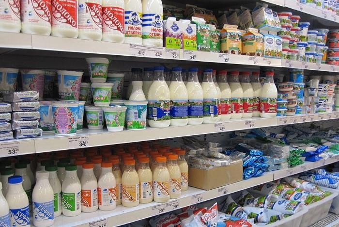 Выявить фальсификат в магазинном молоке сложнее, чем в домашнем / Фото: today.ua