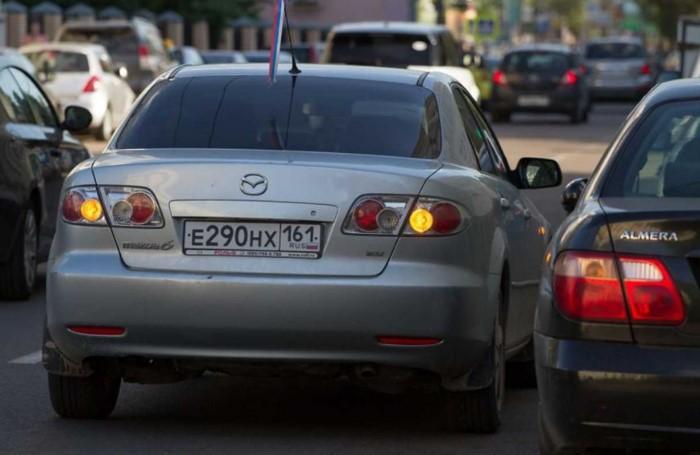 Моргание аварийной сигнализацией / Фото: static3.car.ru