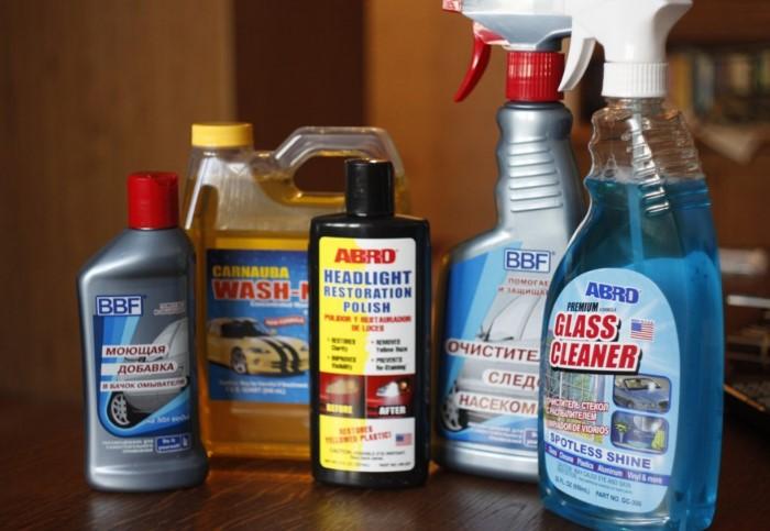 Специальные средства для мытья лобового стекла помогут эффективно справиться с загрязнениями / Фото: a.d-cd.net