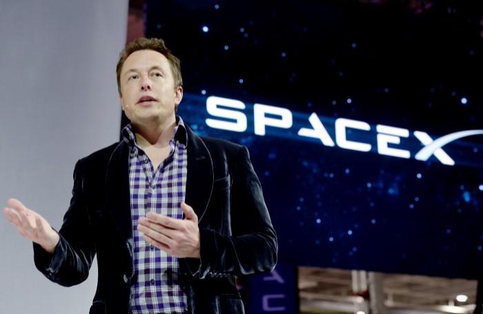 Американская компания SpaceX под руководством Илона Маска не перестает удивлять своими изобретениями