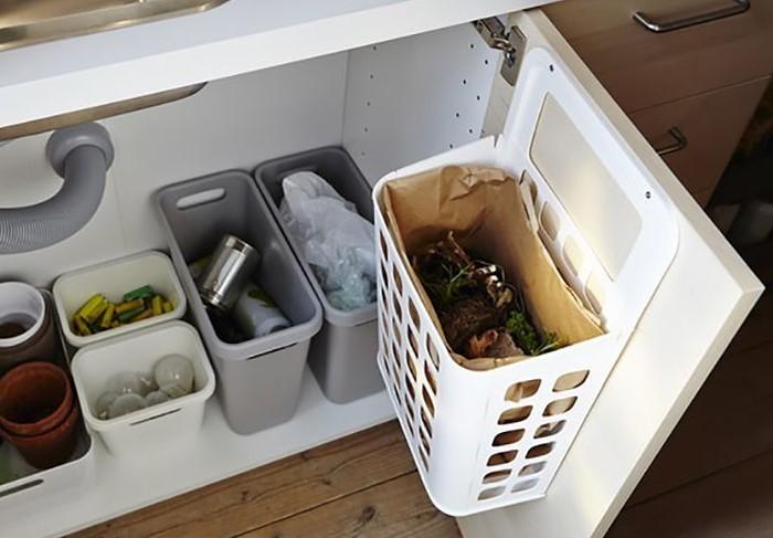 Ведро можно использовать по прямому назначению или хранить в нем кухонную утварь / Фото: design-homes.ru