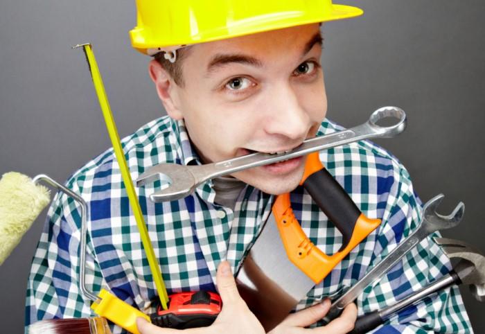 Недобросовестные мастера могут поживиться за счет доверчивости заказчиков, поэтому держите ухо востро / Фото: postroy-prosto.ru