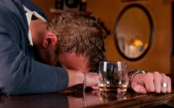 Немного выпить никто не запретит, но пьяное вдрызг тело поедет прямиком в участок, а не домой на такси  / Фото: 1pnz.ru