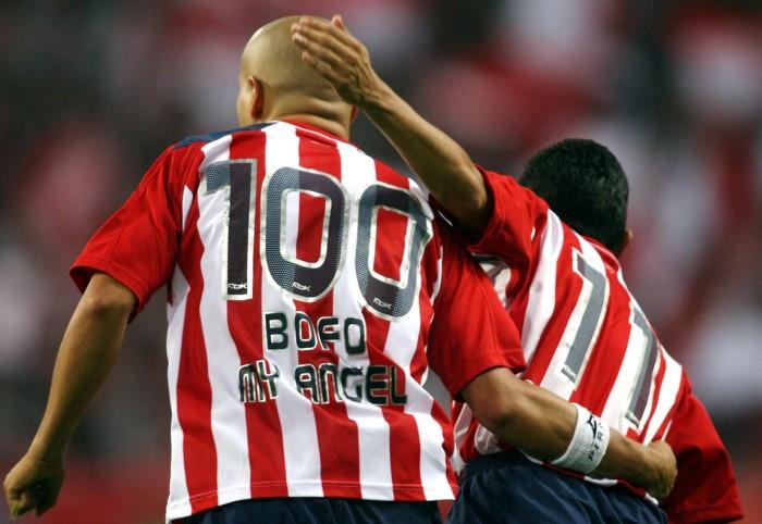 B матче в составе гвадалахарского «Депортиво» Адольфо Баутиста играл под 100м номером/ Фото: pbs.twimg.com