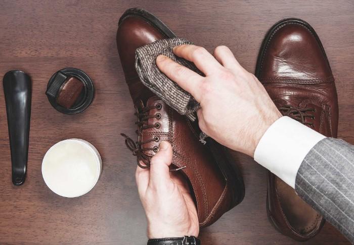 Ежедневный тщательный уход за обувью увеличит срок ее ношения / Фото: vivendi.ru