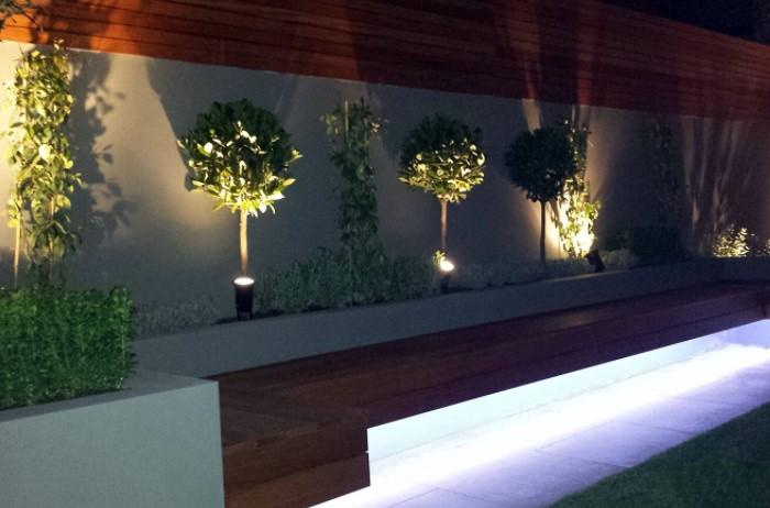 Разместите светильники у основания растений или стоящих неподалеку предметов экстерьера / Фото: i.ebayimg.com