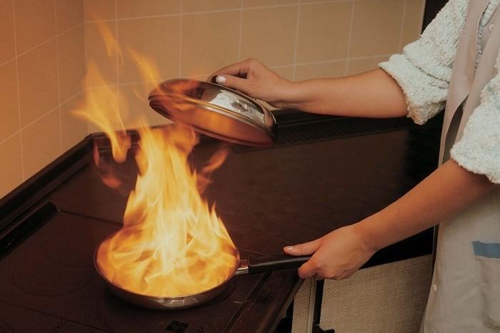 Потушить пожар сможет только крышка / Фото: heaclub.ru