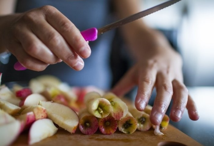 Яблочные огрызки пригодятся в быту, косметологии, кулинарии и на огороде
