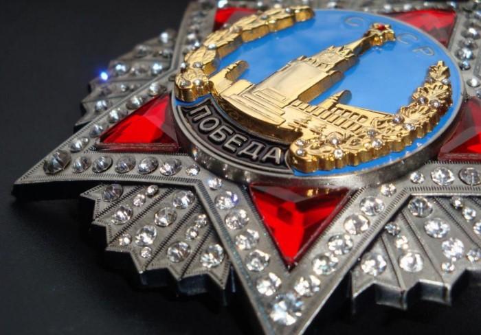 Награда весила 78 г, из которых 47 г - платина, 2 г - золото и 19 г - серебро / Фото: sovietmilitarystuff.com