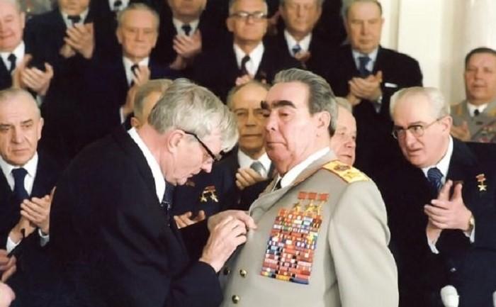 В 1978 году Леонид Ильич решил присудить себе 20-й орден / Фото: antiques-consulting.com