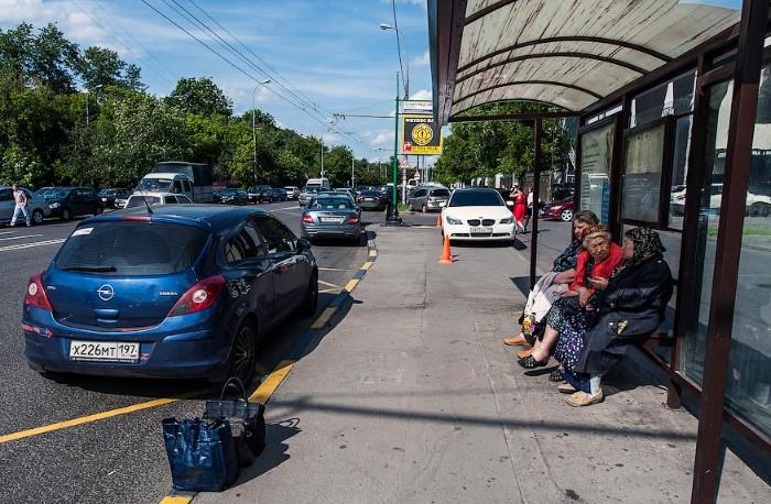 На автобусных остановках нельзя подбирать или высаживать пассажиров  / Фото: ie.drivenn.ru