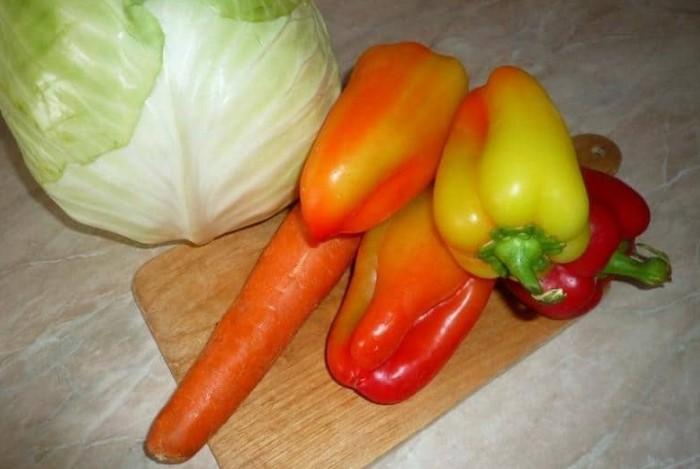 Залейте овощи огуречным рассолом и отправьте в холодильник, чтобы придать им пикантного вкуса / Фото: mtdata.ru