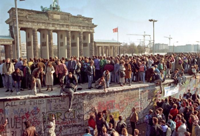 Так жители Берлина наконец-то воссоединились / Фото: sun9-17.userapi.com