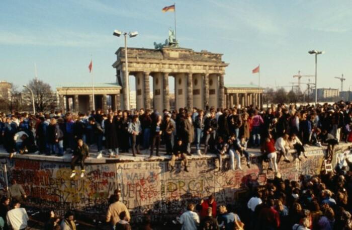 Падение Берлинской стены тоже произошло по досадной ошибке