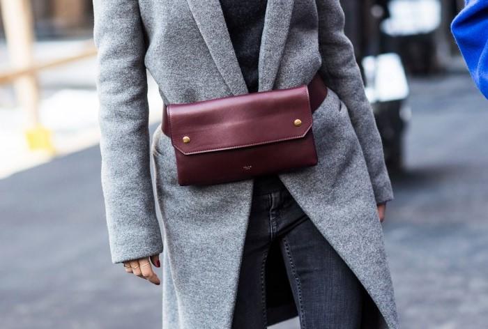 Из-за трения с сумкой на пальто возникают катышки  / Фото: faysbook.gr