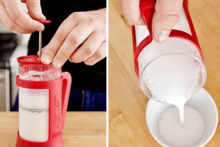 Во френч-прессе получится отличная плотная пенка для латте, капучино и других кофейных напитков / Фото: mtdata.ru