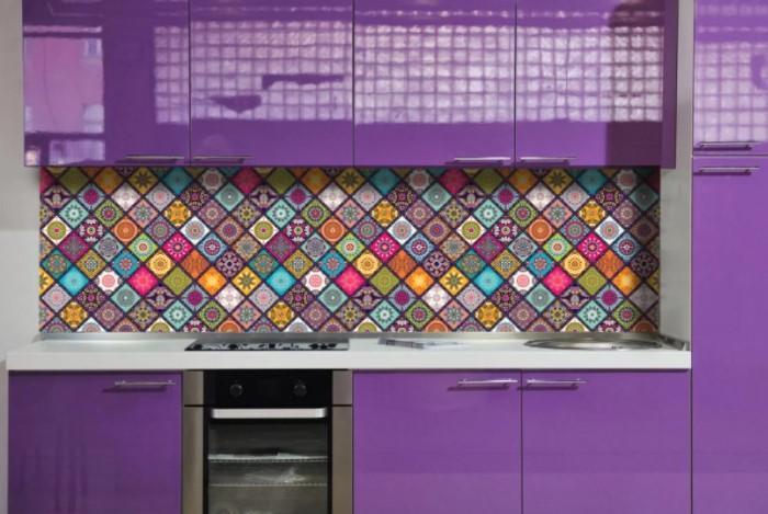 Лаконичные изделия будут смотреться намного элегантнее, чем пестрые фартуки трендовых цветов / Фото: images.ua.prom.st