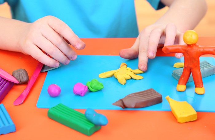 В состав пластилина входит множество трудновыводимых компонентов / Фото: static.tildacdn.com