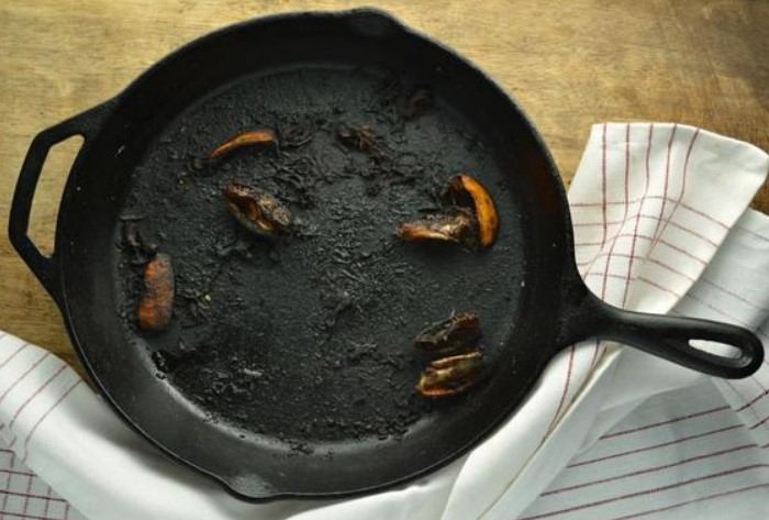 Пригоревшая еда - нормальное явление, но можно обойтись и без этого / Фото: vcusnyatina.ru