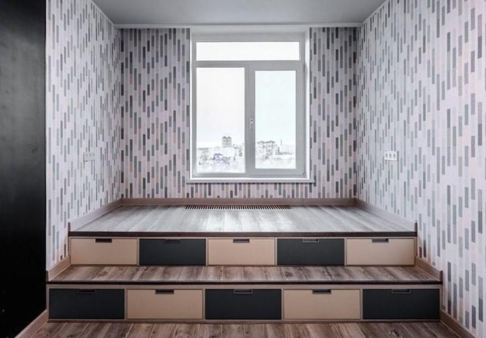 Грамотный подиум поможет визуально скорректировать пропорции помещения / Фото: i.pinimg.com