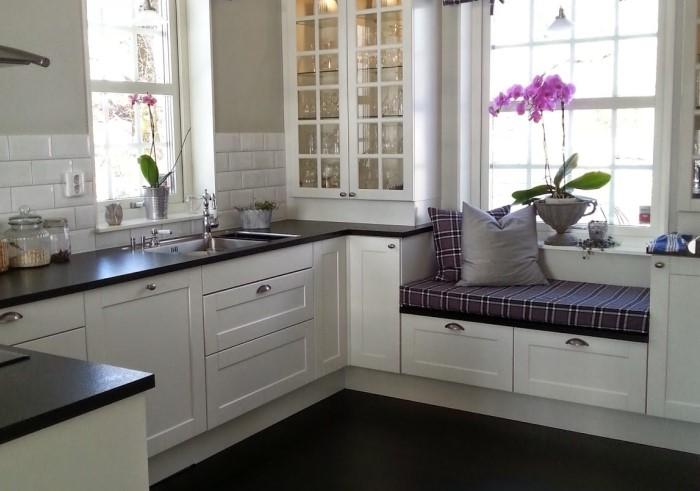 Идея подойдет как для обычной мебели, так и скамьи со съемными мягкими элементами / Фото: design-homes.ru