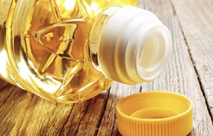 Pастительное масло бережно воздействует на кожу и деликатно удаляет загрязнения / Фото: heavylives.com