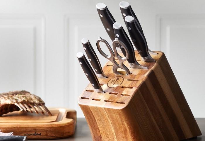 В деревянную подставку можно ставить только сухие ножи / Фото: mebel-v-nsk.ru