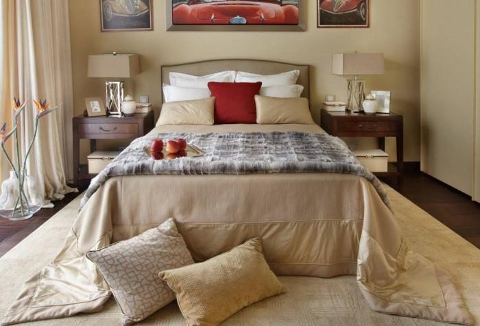 Чем больше подушек, тем лучше - из такой постели не захочется вставать / Фото: waysi.ru