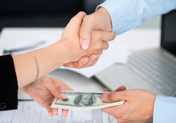 В большинстве случаев в договоре прописывается оплата по факту завершения ремонта / Фото: fractus.com.ua