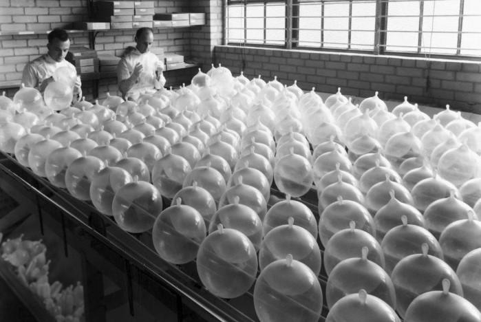 Так выглядело производство латексных презервативов / Фото: medkomissia57.ru