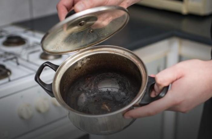 Жидкость для мытья посуды подействует эффективнее, чем соль / Фото: mtdata.ru
