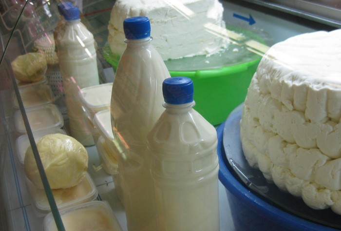 Зачастую именно в домашнее молоко добавляют соду, крахмал и мел / Фото: ryazan.milknet.ru