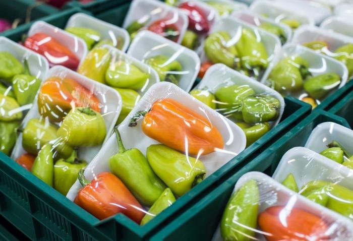 Расфасованные овощи и фрукты могут быть не лучшего качества / Фото: greenbiz.com