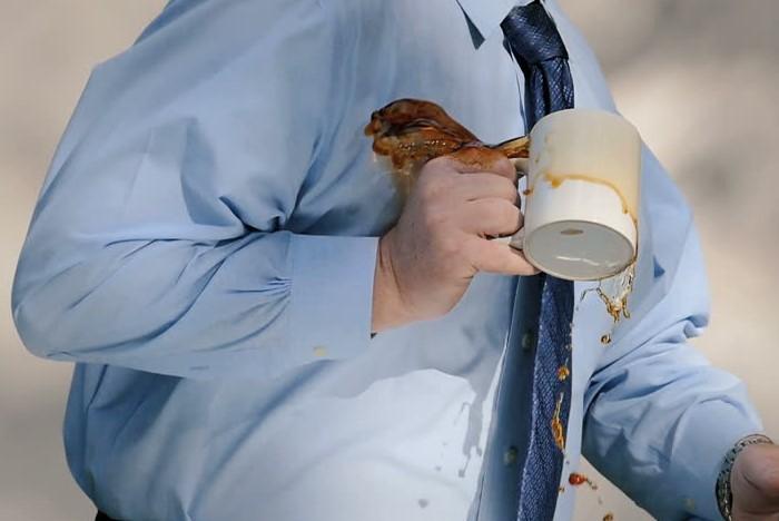 Для цветных и джинсовых вещей нужны более деликатные отбеливатели / Фото: ak8.picdn.net