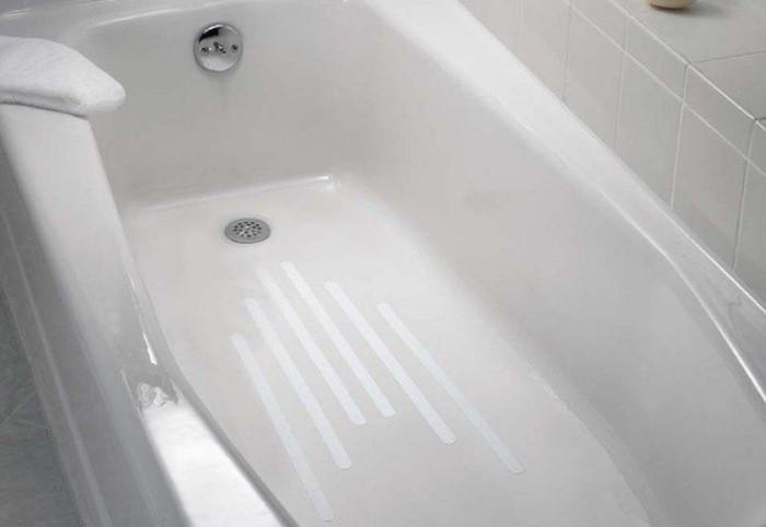 Противоскользящие полоски можно наклеить на дно ванны и на пол / Фото: ae01.alicdn.com